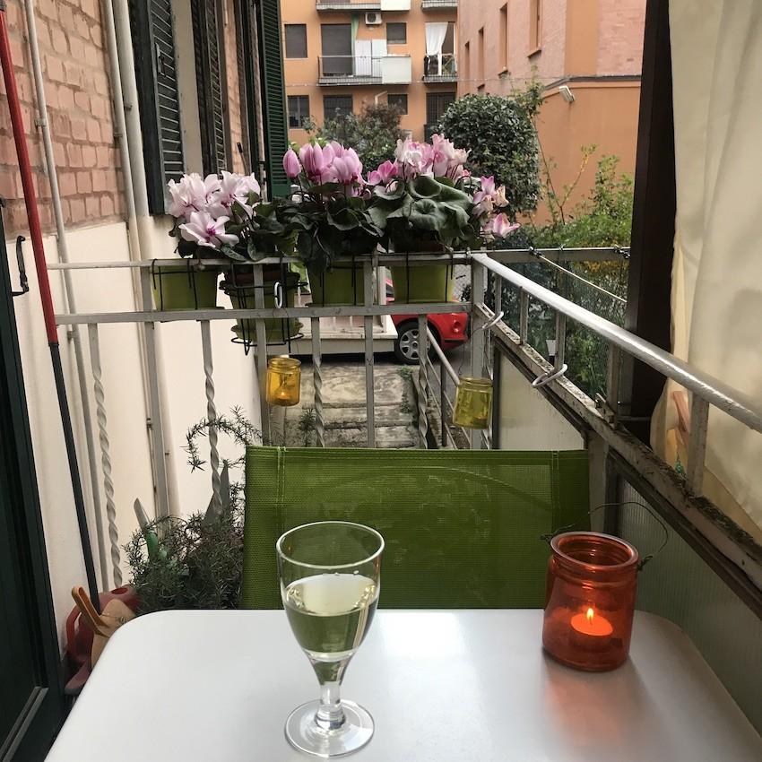frappe rosa nel terrazzino
